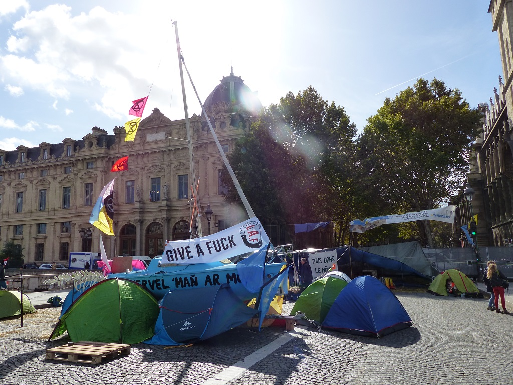 extinction rebellion pont au change