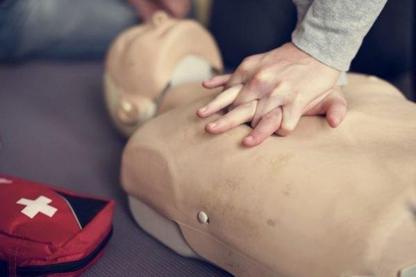 premiers-secours-defibrillateurs